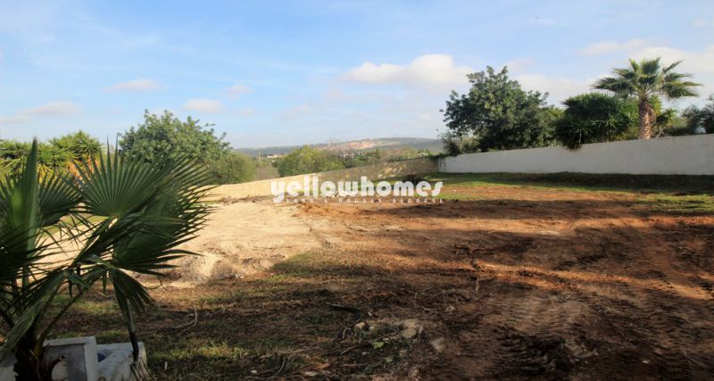Good size Villa plot with approved project and country views